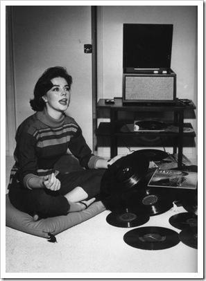natalie_wood_listening_to_the_king